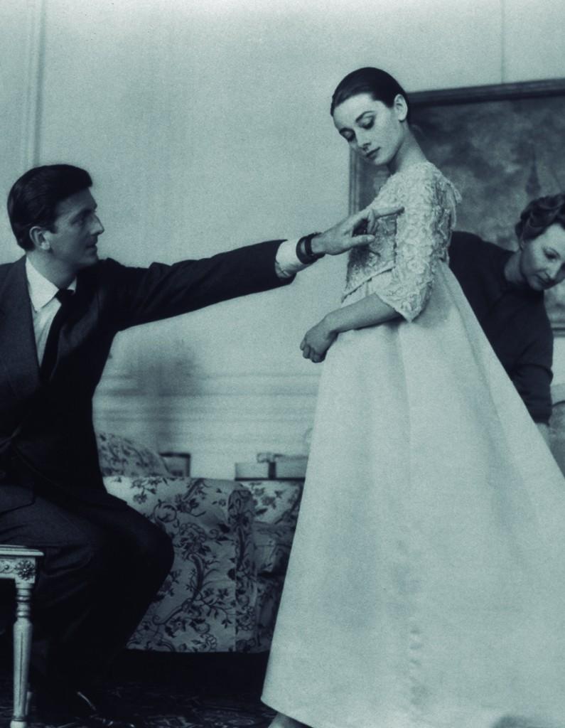 Hubert de Givenchy con Audrey Hepburn