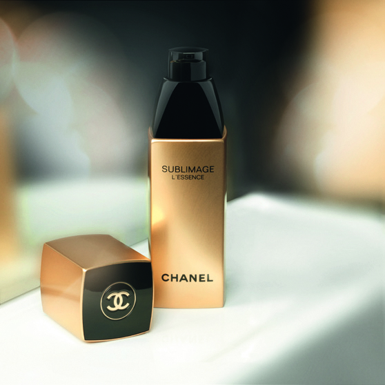 Sublimage L'Essence, de Chanel. Dosificador