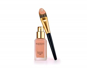 Elizabeth Arden Flawless Finish Perfectly Satin 24HR (PVPR 40 €) con pincel