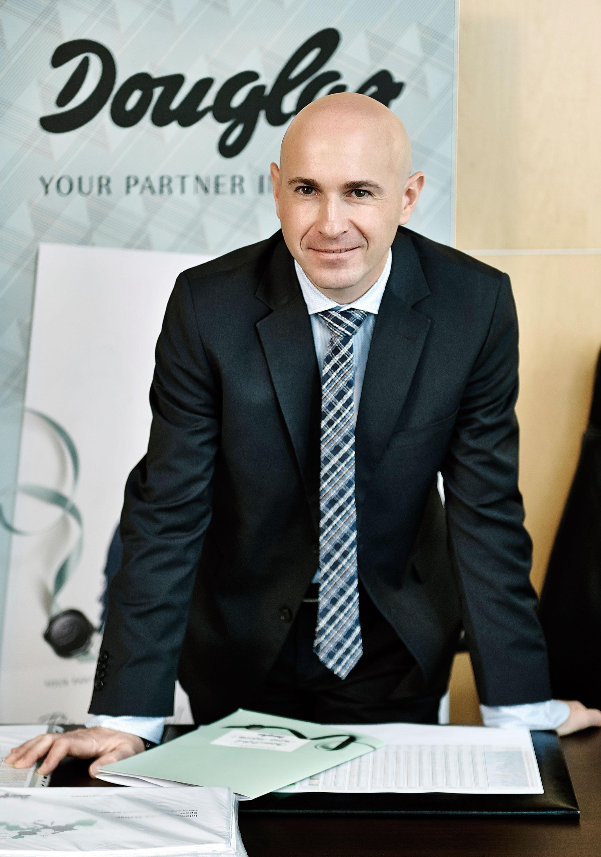 Juan Esteban del Valle, nuevo director de Douglas.