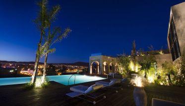 Vista nocturna de Fez desde el Hotel Sahrai.