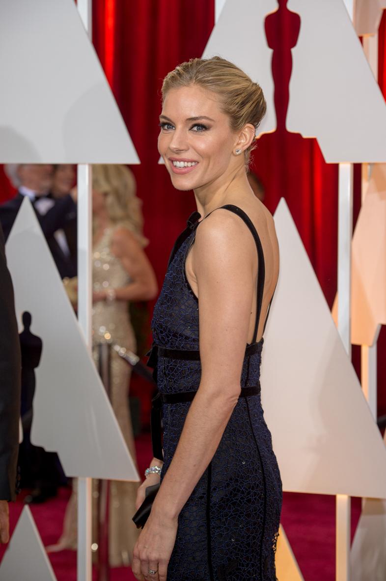 Sienna Miller en los Óscars 2015.