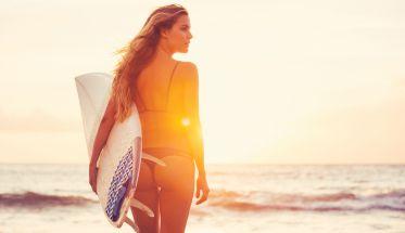 Chica surfera, ondas surferas
