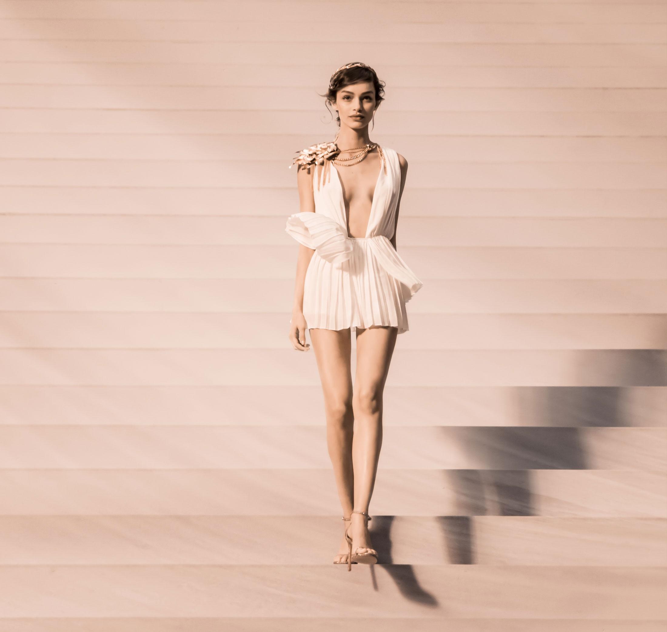 La modelo brasileña Luma encarna a la mujer divina Olympéa.