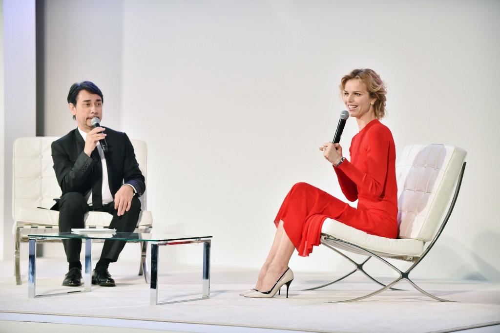 Eva Herzigova en el Simposio de Dior en Tokio.