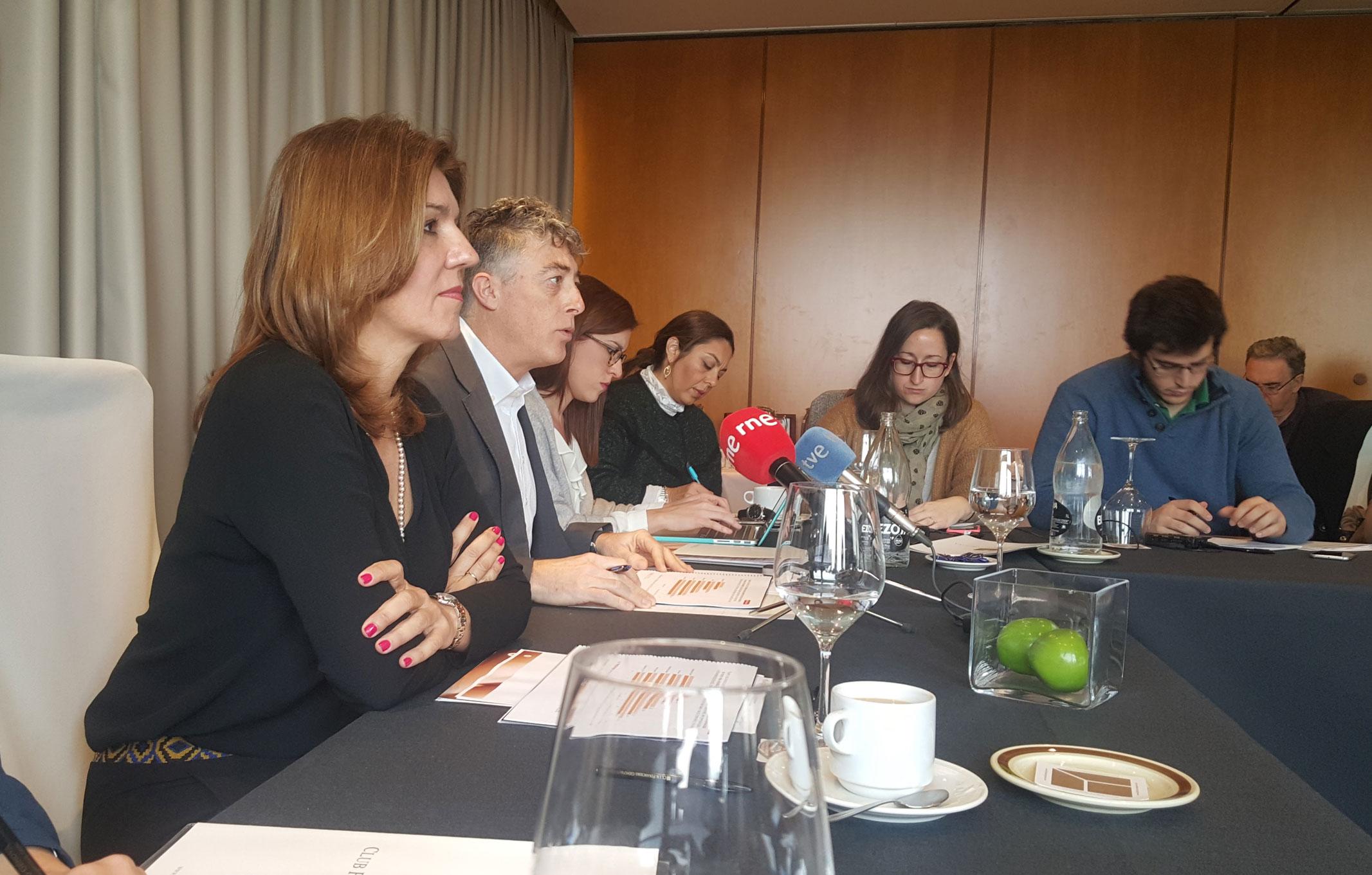 Val Díez y Óscar Mateo, en la rueda de prensa de Stanpa sobre el ejercicio 2015.