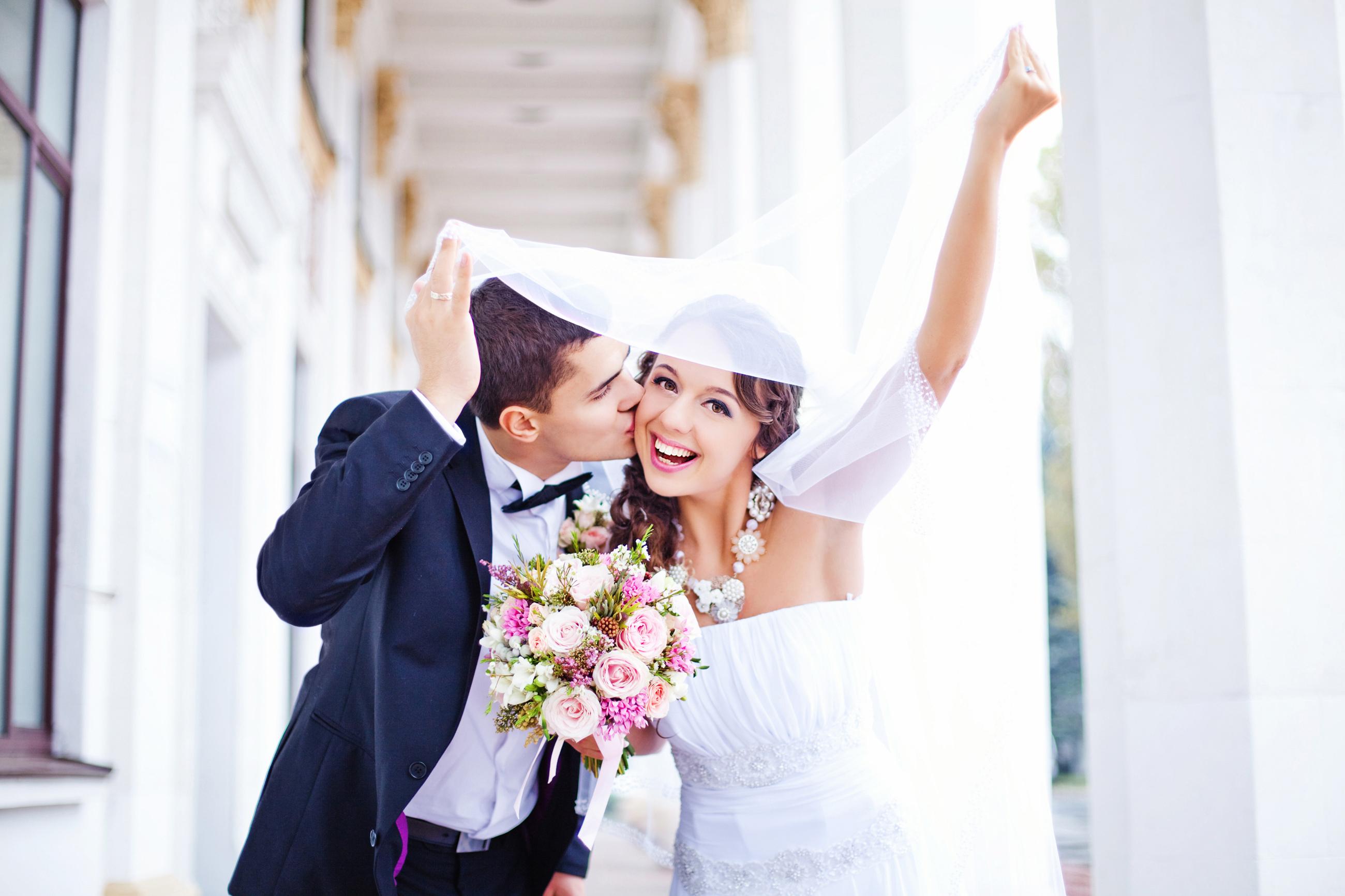 pareja de novios recién casados