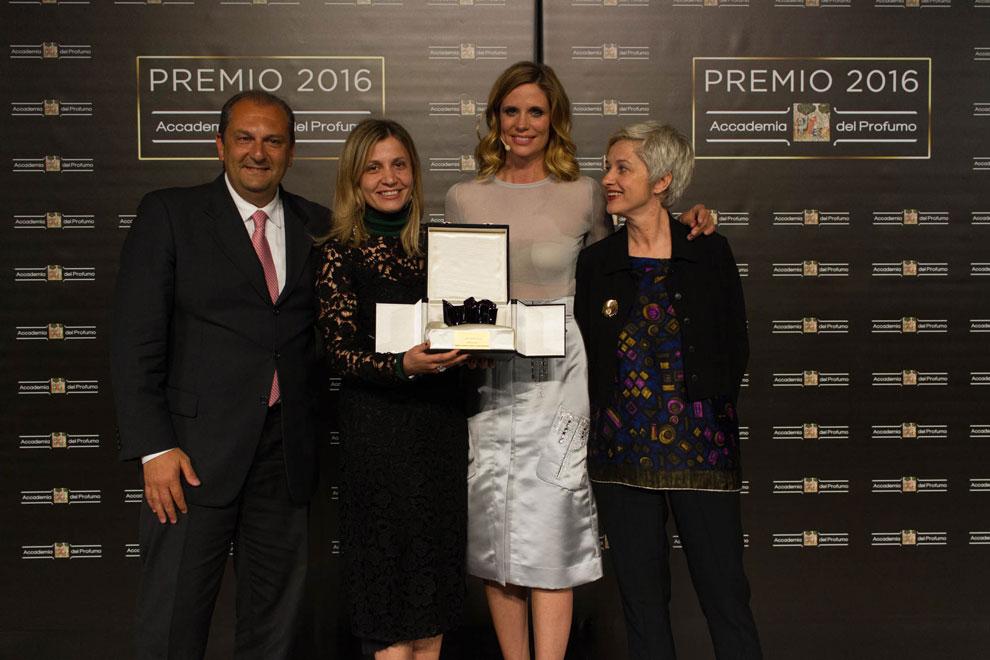 Entrega Premio Accademia del Profumo 2016 a Emozione, de Salvatore Ferragamo.