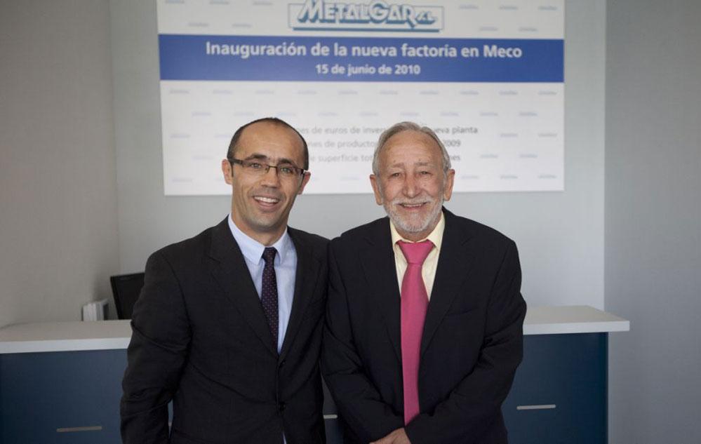 El alcalde de Meco, Pedro Luis Sanz, y el fundador de Mixer, Rodolfo Gómez de Vargas.