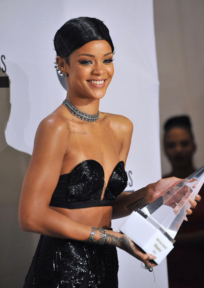 Rihanna firma con LVMH para crear su maquillaje.