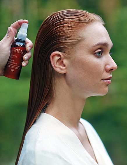 Aveda Thinckening Tonic, spray de peinado que aporta espesor al cabello