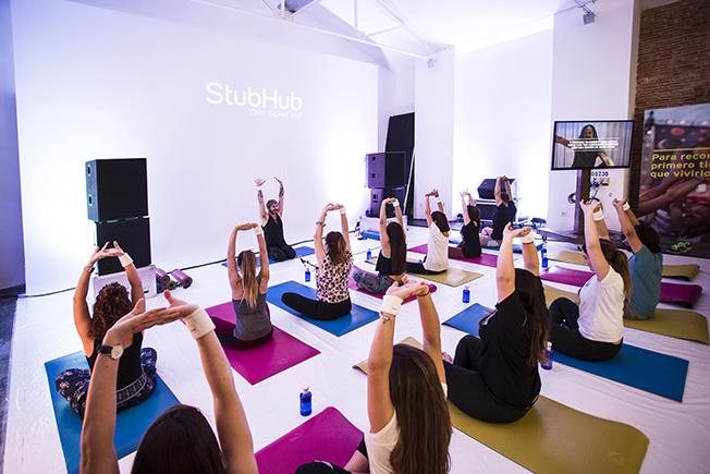 Rock Yoga para prepararte para un festival de música