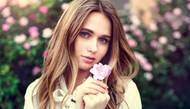 Léxico perfume: Perfumes nota acorde. En la imagen, una chica con una rosa.