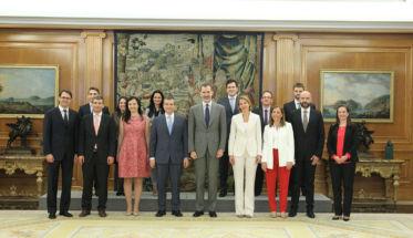 El Rey recibe al equipo de P&G por sus 50 años en España.