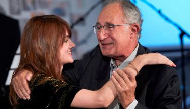 La cantautora María Rodés sorprendió a su padre, Esteban Rodés, en el homenaje organizado por Stanpa.