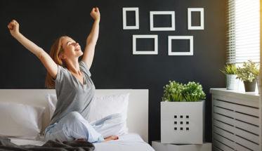 mujer brazos levantados desodorantes naturales para ilustrar tema desodorantes sin aluminio