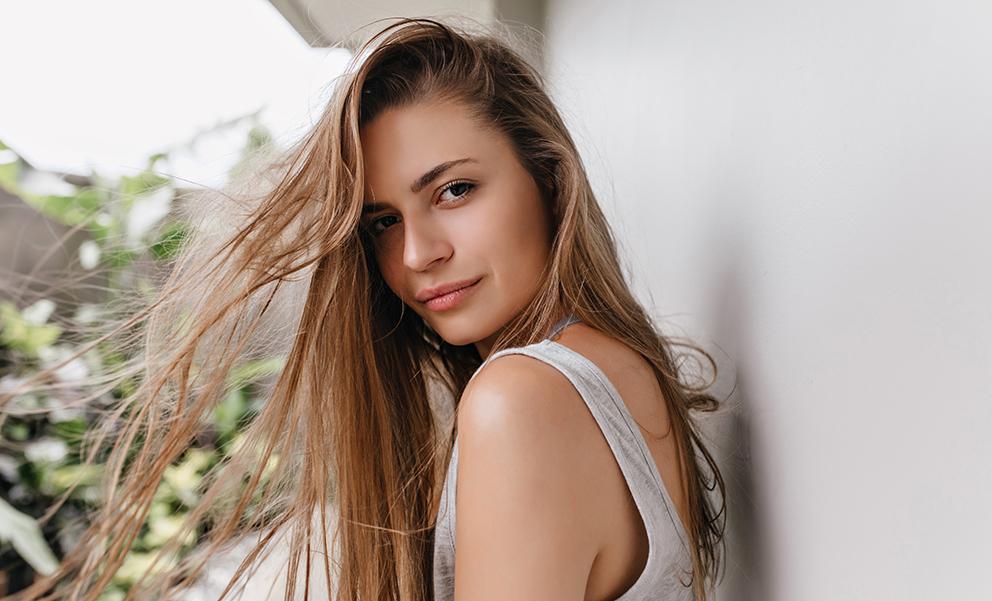 Chica cabello largo sin siliconas