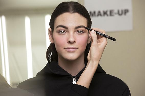 Chanel look de maquillaje diseñado por Lucia Pica para la colección ready to wear otoño-invierno 2019-20