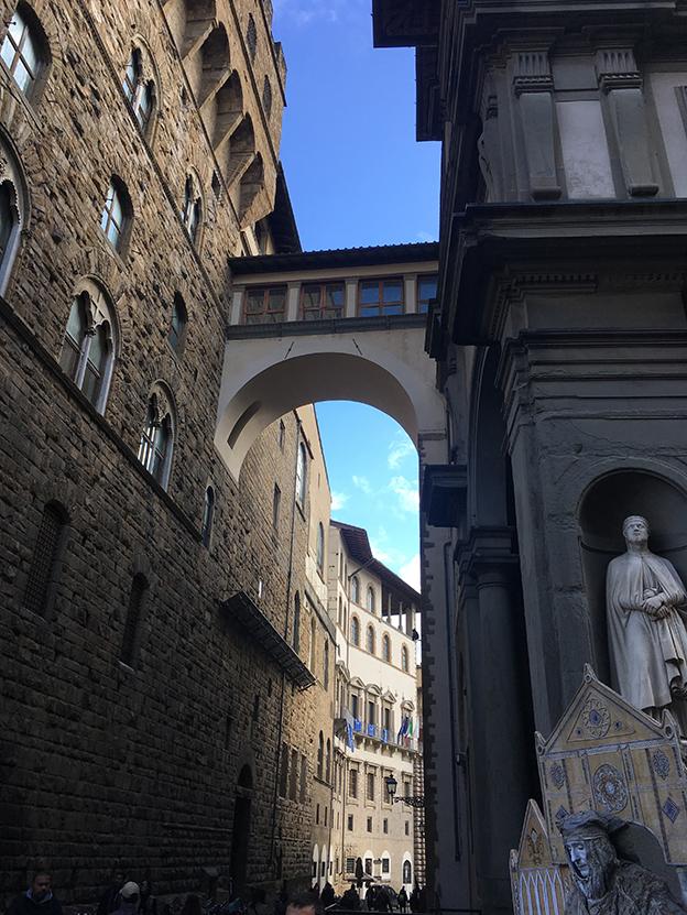 El corredor Vasariano que atraviesa la ciudad a lo largo de un kilómetro.