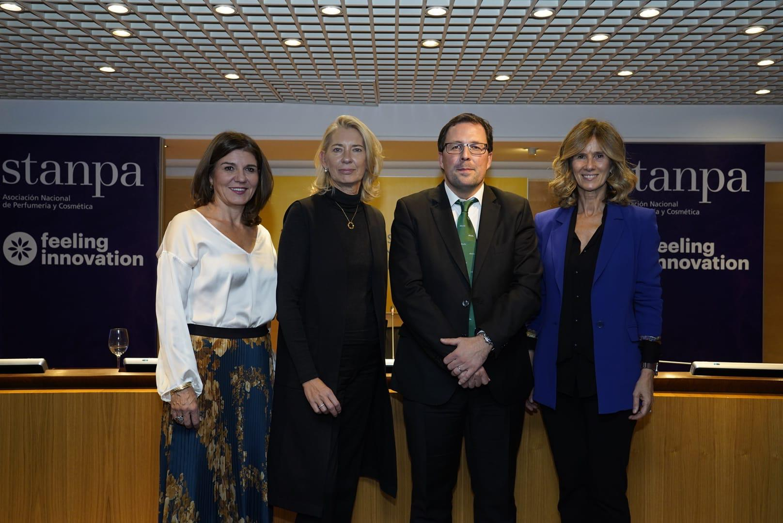 Val Díez, Verónica Fisas, Raúl Blanco y Cristina Garmendia, en la presentación de Feeling Innovation, proyecto de Stanpa.