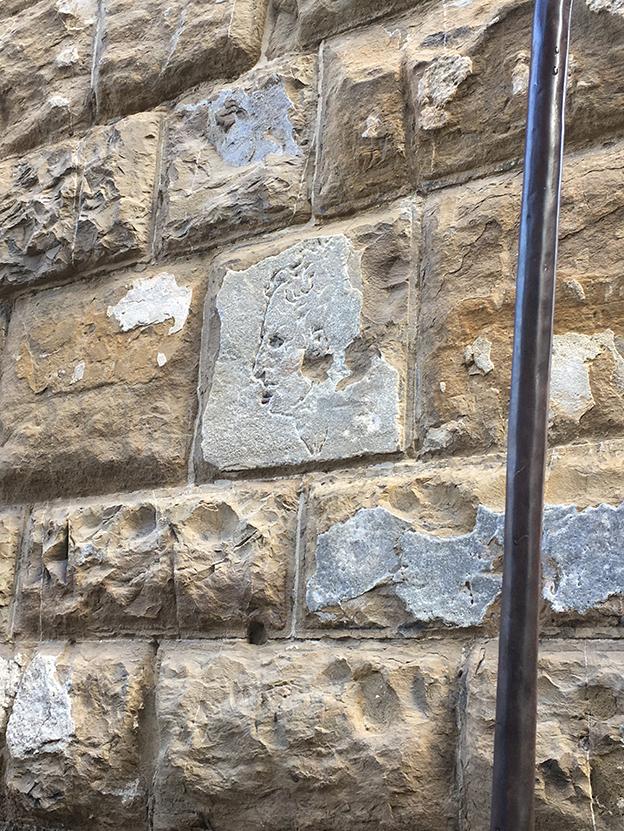 El misterioso grabado del muro del Palazzo Vecchio, en Florencia.