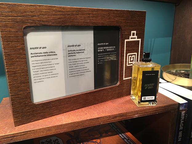 Pantalla electrónica en The Perfume Library, Lush, Florencia.