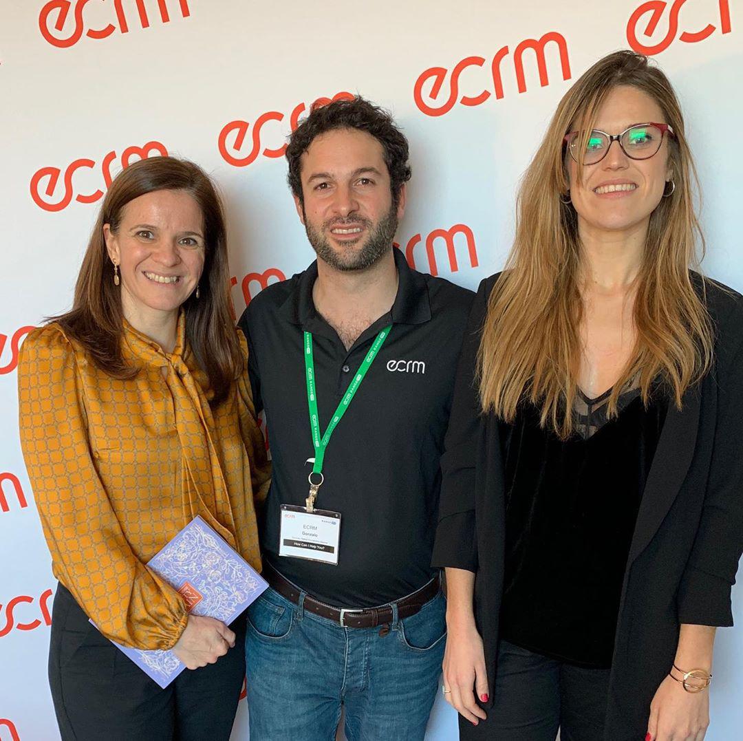 Gonzalo Ballel, de ECRM Europe, junto a Susana Arranz y Ana Isabel Ruiz, de Stanpa, en Barcelona.