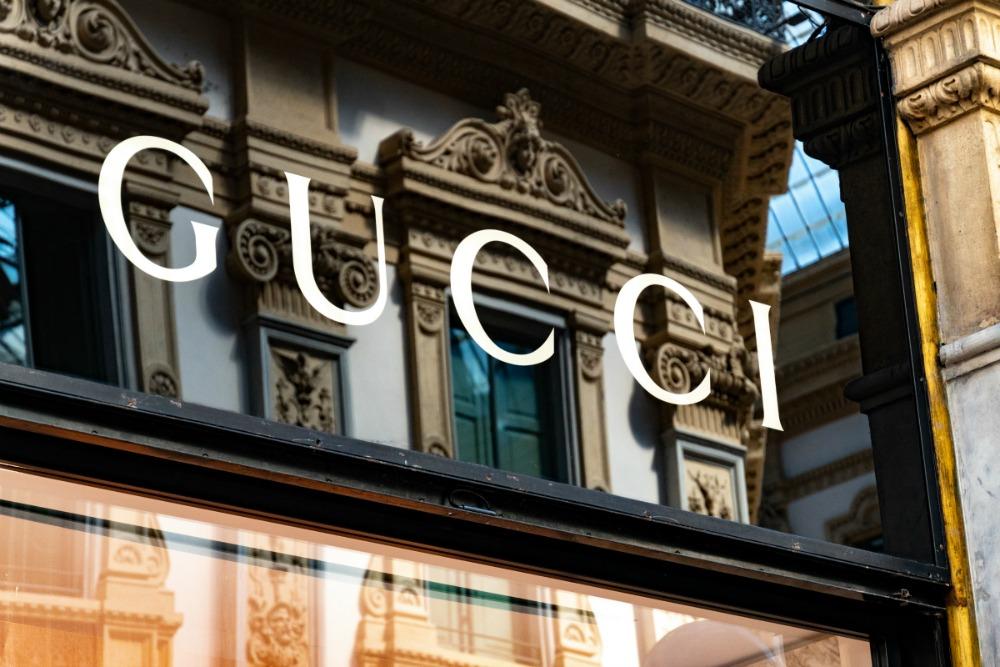 Gucci cierra sus fábricas en Italia