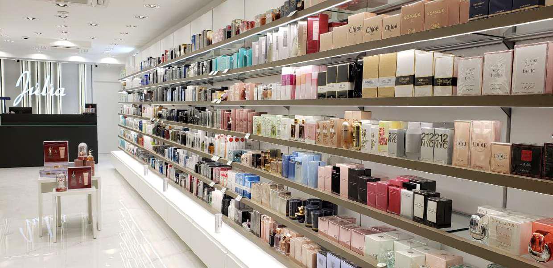 Las perfumerías levantan el cierre: así ha sido la vuelta a la actividad comercial de las tiendas físicas. Tienda Júlia Perfumería