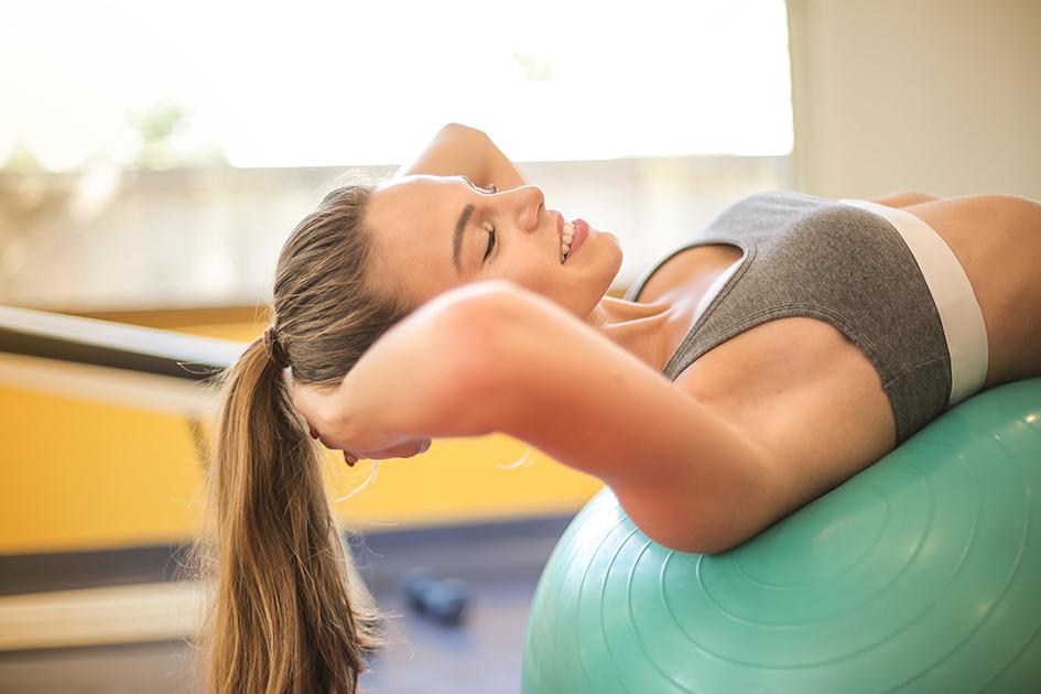 mujer haciendo deporte para el artículo 7 desodorantes sin sales de aluminio que respetan tu piel