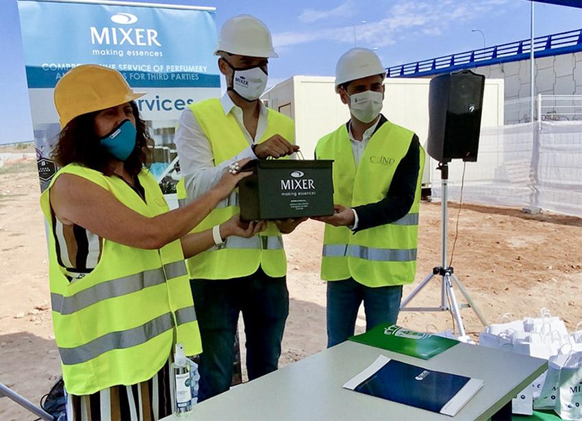 Capsula_Tiempo_MixerPack_-Jose-Salinas-Alcalde-Cabanillas-del-Campo-Agustín-Gómez-Consejero-Mixer-Pack-y-Marisol-Garcia-Presidenta-CEOE_2