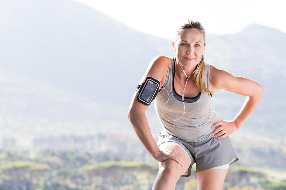 Mujer haciendo deporte para el post: desodorantes sin sales de aluminio