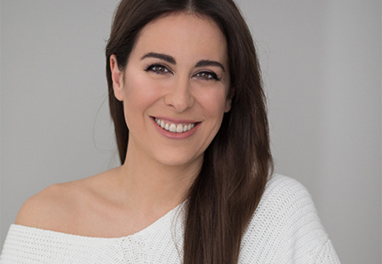 Miriam Llantada presenta su libro, autora de canal de Youtube Secrets & Colors
