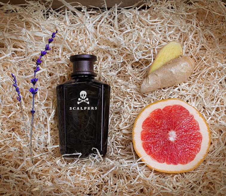 Los perfumistas Clément Gavarry y Ane Ayo orquestan una fragancia, Scalpers The Club, con carisma y estilo.