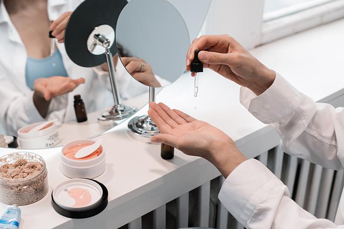 Bodegón de cuidado facial para noticia La reducción de la socialización penaliza la campaña de Navidad 2020, así como las ventas de todo el año de la perfumería
