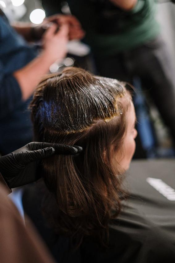 El sector de las peluquerías pierde cerca del 30% de los ingresos, según un informe de DBK