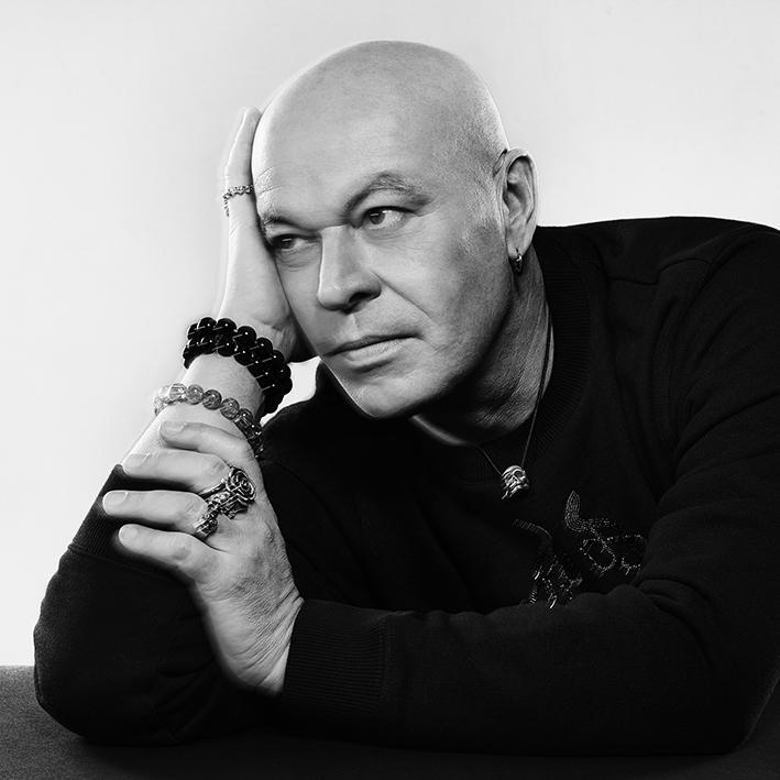 Retrato Nicolas Degennes (© ROBERT JASO).Noticia: Givenchy y Nicolas Degennes ponen fin a su colaboración