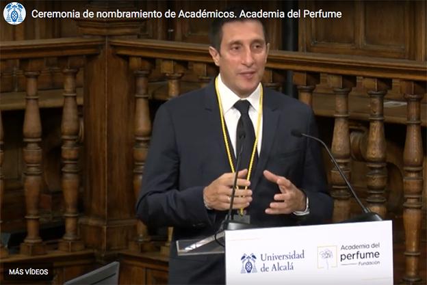 Gregorio Sola, especialista en ingeniería química y perfumista, se incopora en el sillón Sándalo.