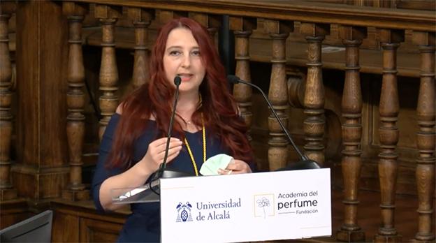 Marina Barcenilla, astrobióloga y perfumista, ocupa el sillón Rosa Damascena de la Academia del Perfume.