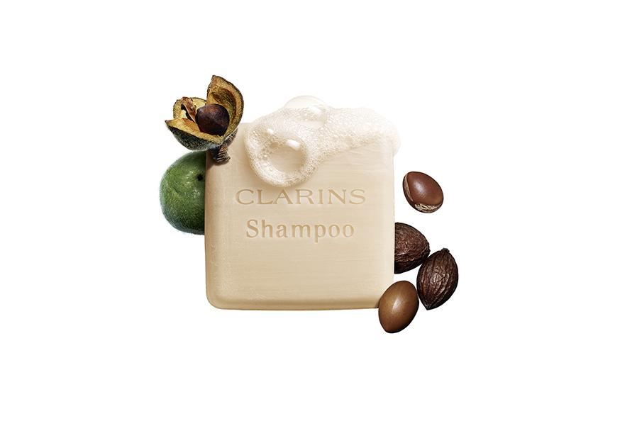 Shampooing solide nourrissant de Clarins combina aceite de argán y de camelia.